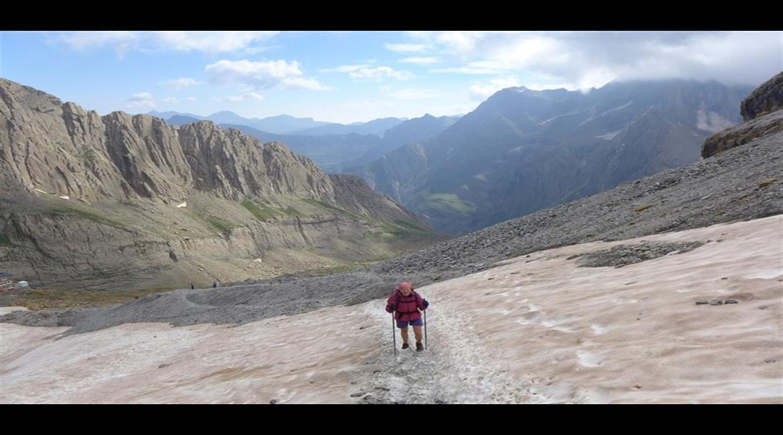Les névés, un vrai danger pour les randonneurs en montagne au printemps